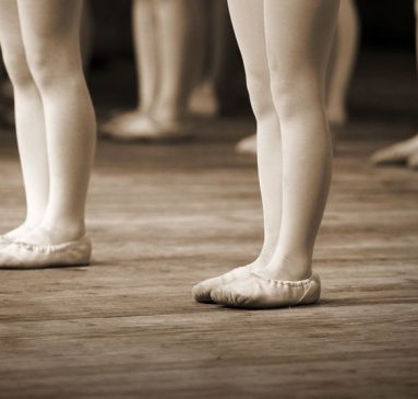 15658840 - the ballet school fragment with little girls legs on pointes